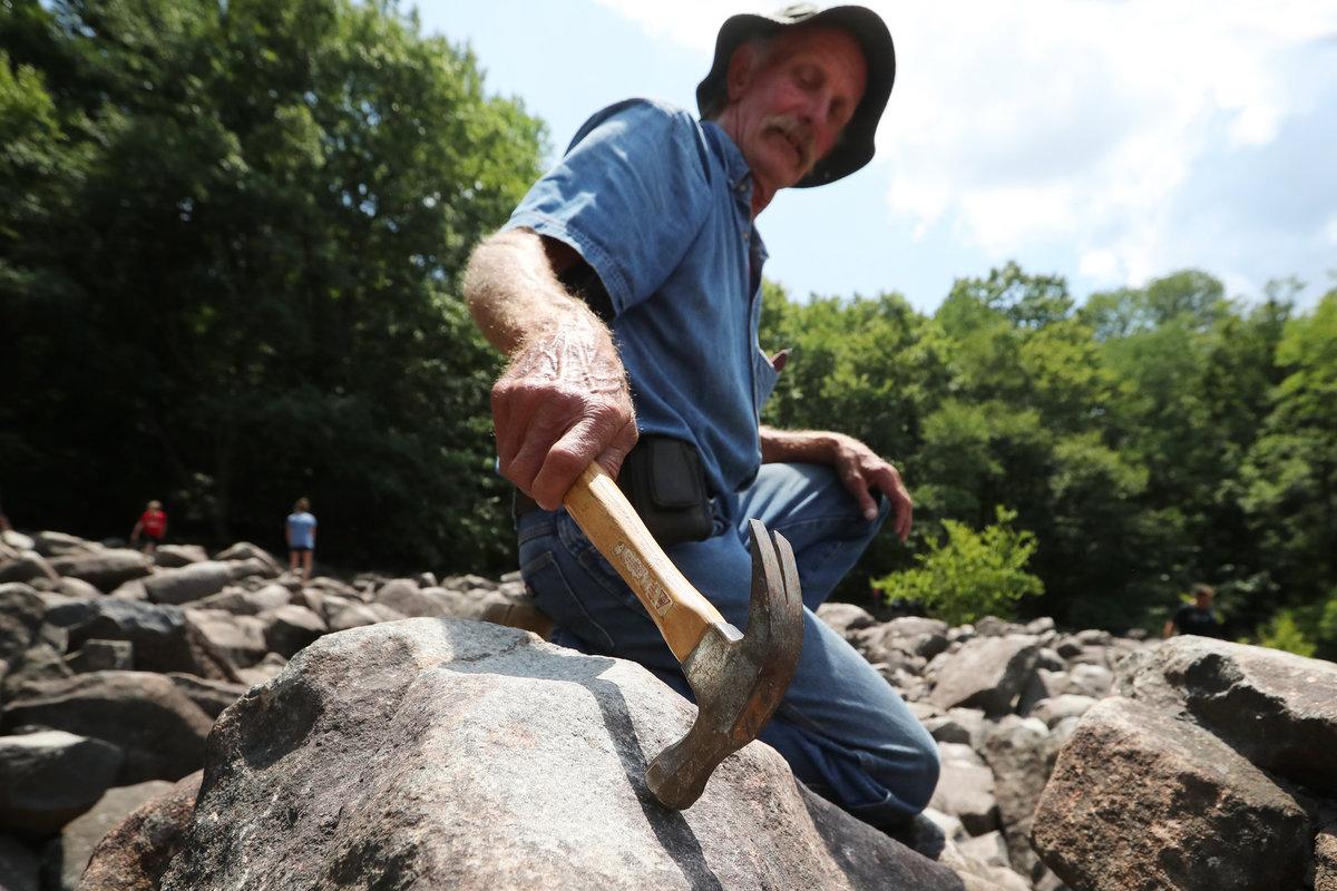 Ringing Rocks in Pennsylvania Batu Berdering di Pennsylvania